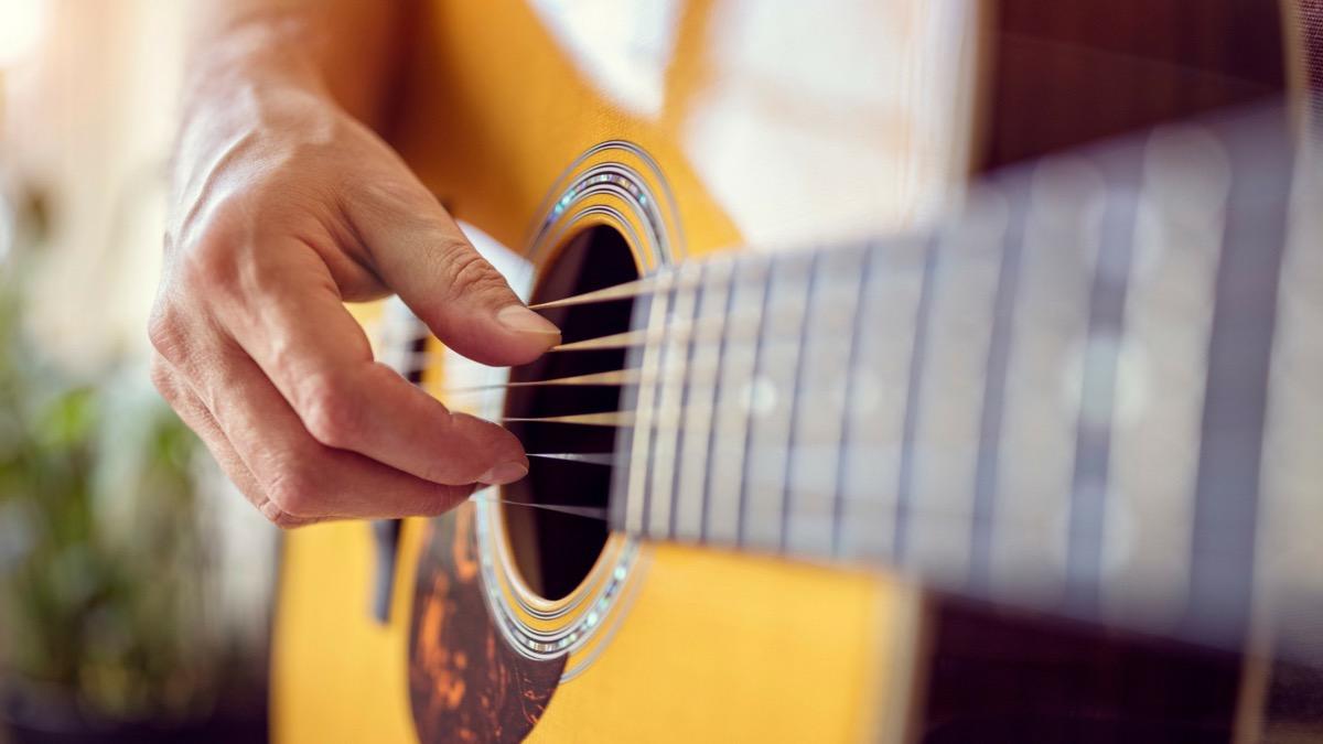musicoterapia con guitarra